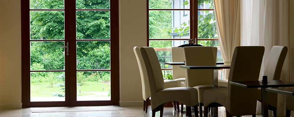 dining-room-glass-wall